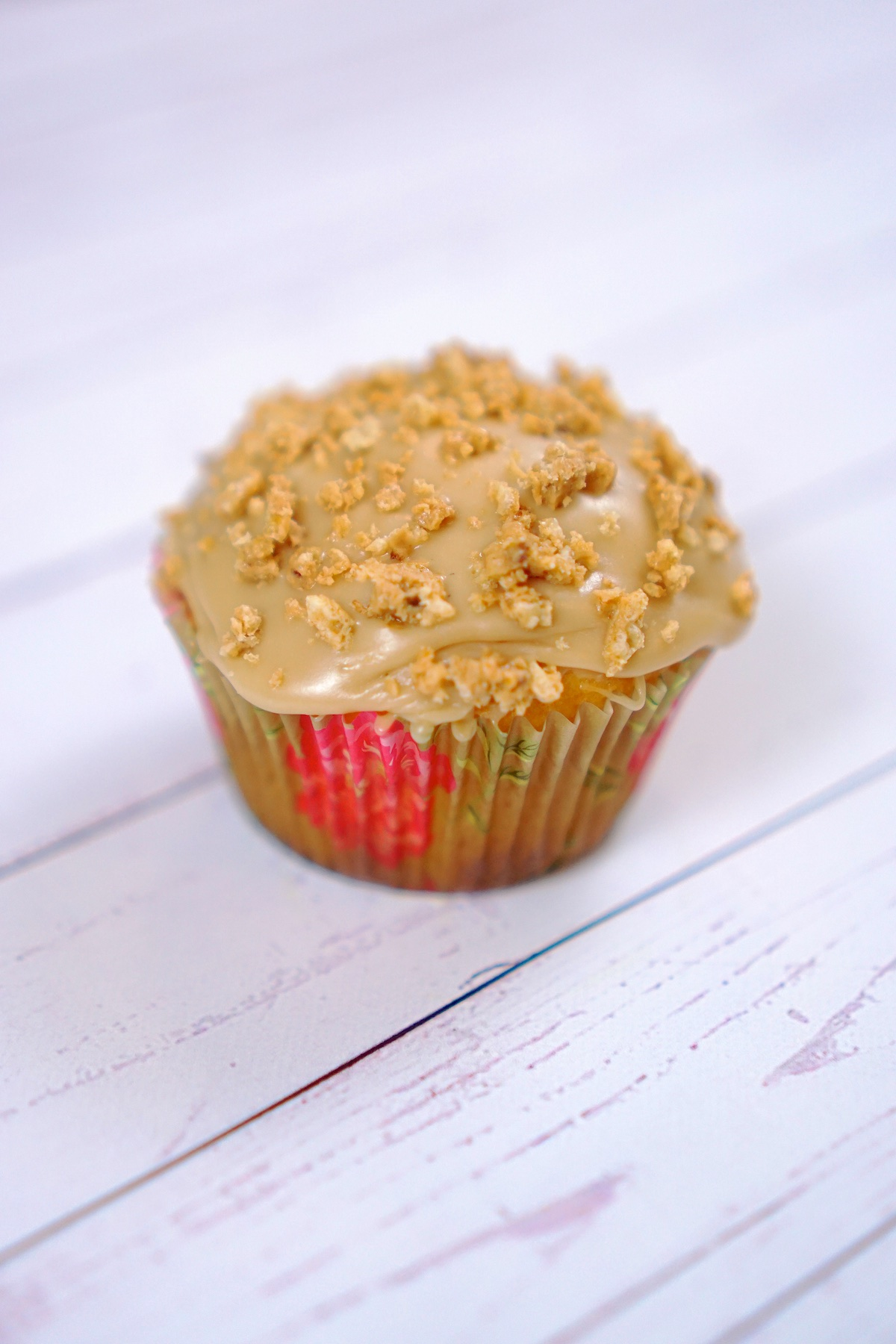 Butterscotch Crumble Cupcakes - TheFebruaryFox.com